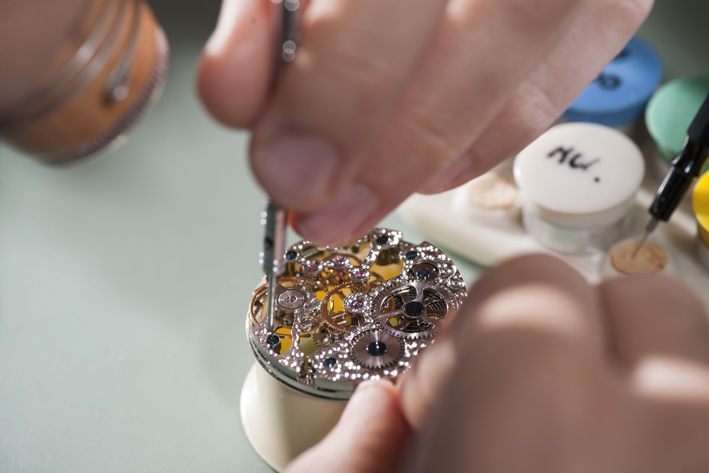 Lavorazione di gioielli alla scuola del Centro Orafo il Tarì