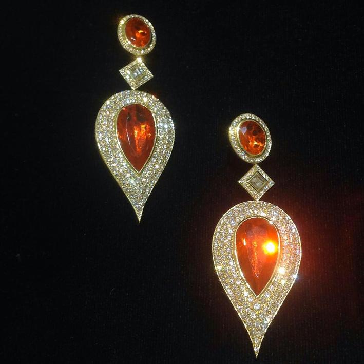 Orecchini in oro e diamanti di Jared Lehr