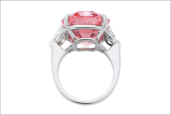Il diamante Pink Legacy in un anello