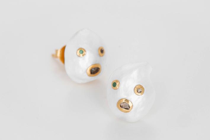 Orecchini con perle barocche, con due diamanti taglio a rosa e uno smeraldo