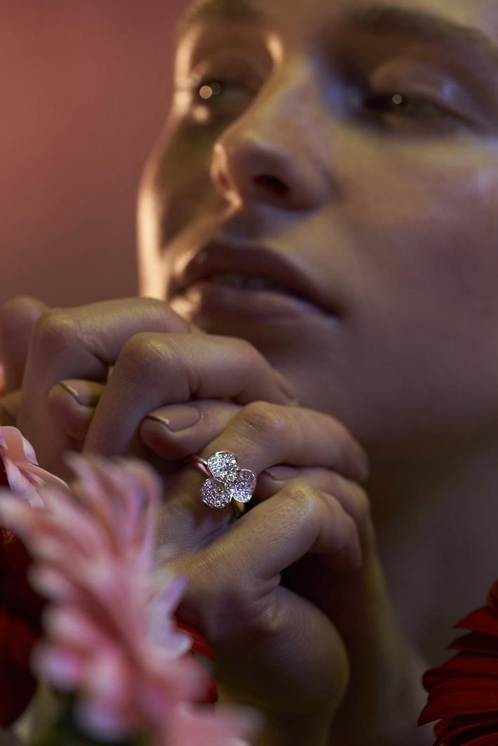 Leo Pizzo, anello della collezione Flora