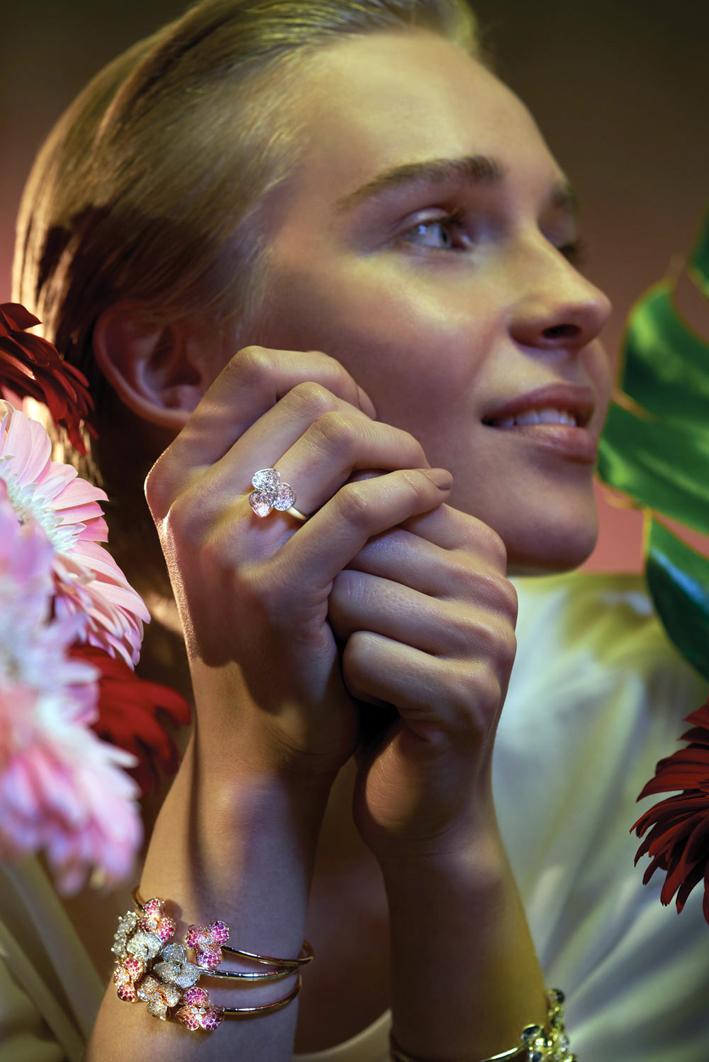 Anello della collezione Flora in oro e diamanti