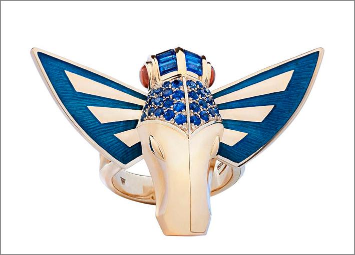 Horse Fly ring, parure in oro giallo 18 carati con ali in smalto blu e gioiello con zaffiri blu, occhi spessartiti arancioni