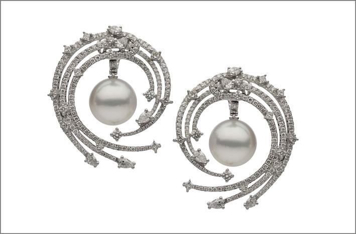 Orecchini in oro bianco e perle