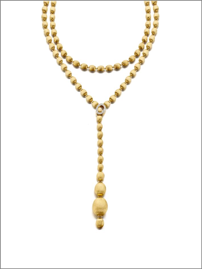 La collana Ivy in oro 18 carati e diamanti