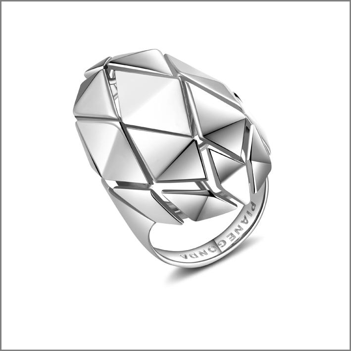 Pianegonda, anello in argento della collezione Planus