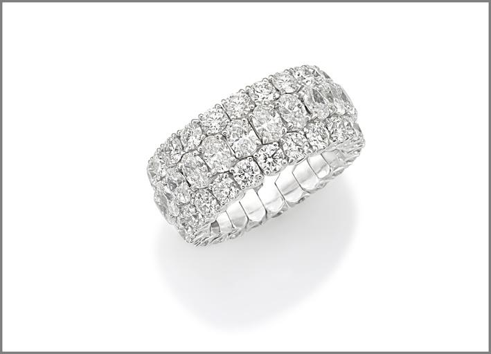 Anello della collezione Xpandable in platino. Diamanti ovali per 4,30 carati, diamanti taglio brillante per 5,02 carati