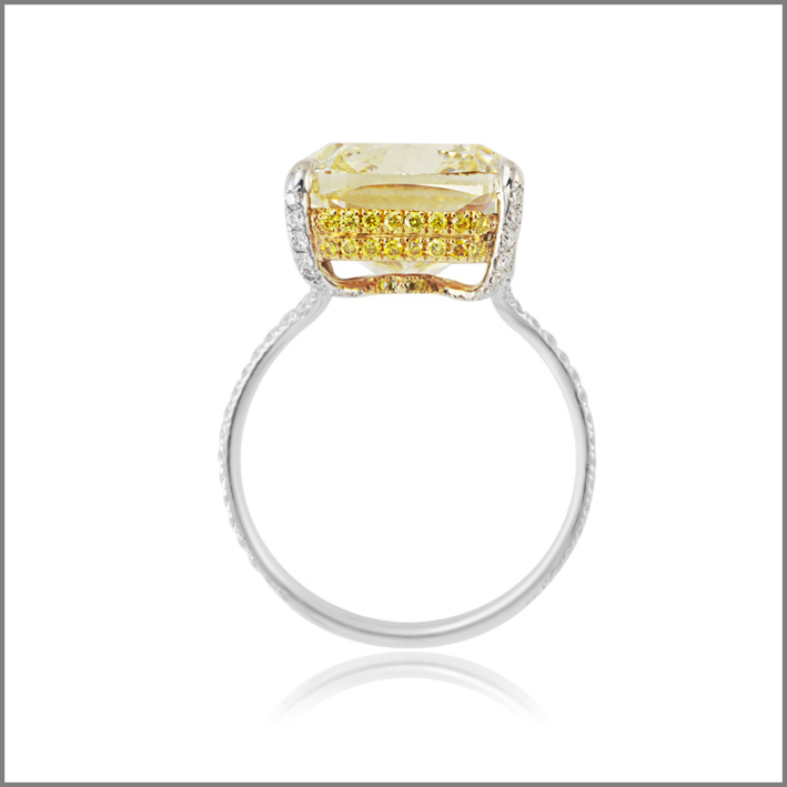 Gold ring, fancy intense yellow diamond cushion cut, 11,07 carat