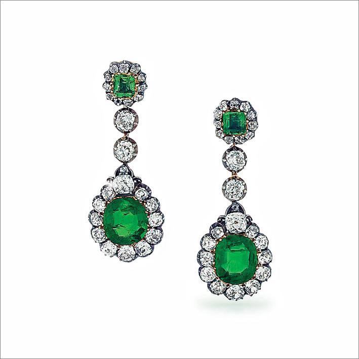 Orecchini pendenti con diamanti e smeraldi colombiani
