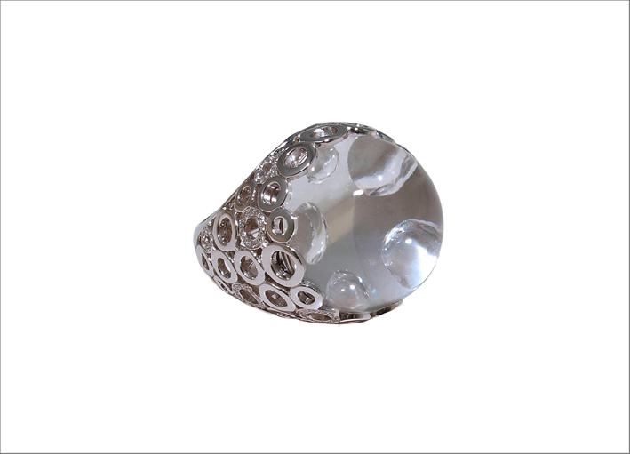 Anello Bolla, in oro bianco, cristallo di rocca da 28,82 carati e diamanti