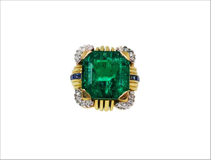 Anello vintage in oro giallo, con montato uno smeraldo colombiano di 10,37 carati