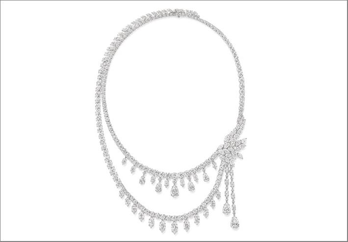 Collana ispirata alle luci di New York, con 718 diamanti