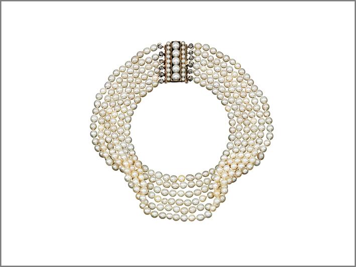 Collana di perle: il fermaglio era di un bracciale della regina di Francia