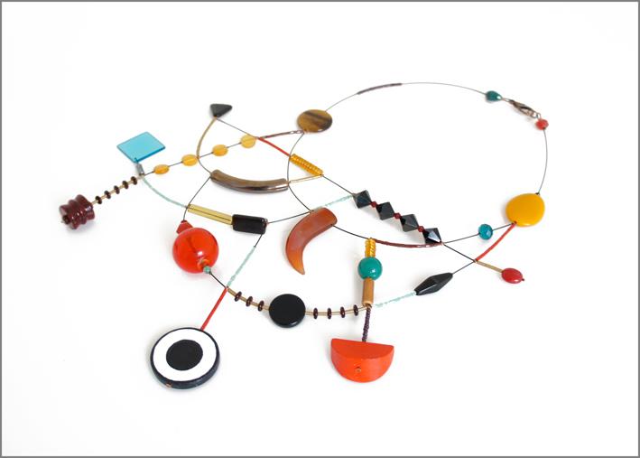 Collana in vetro, legno e plastica, metalli, resine e pietre semipreziose