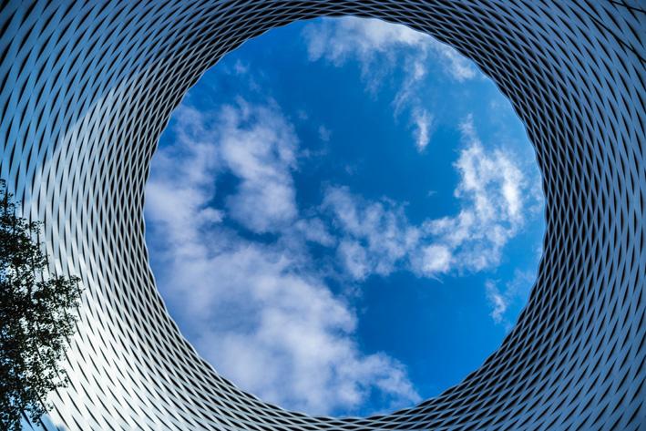 Il cielo dal piazza che collega i padiglioni di Baselworld