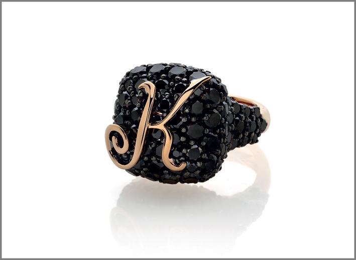 Anello della collezione Fragranze, oro rosa, diamanti neri