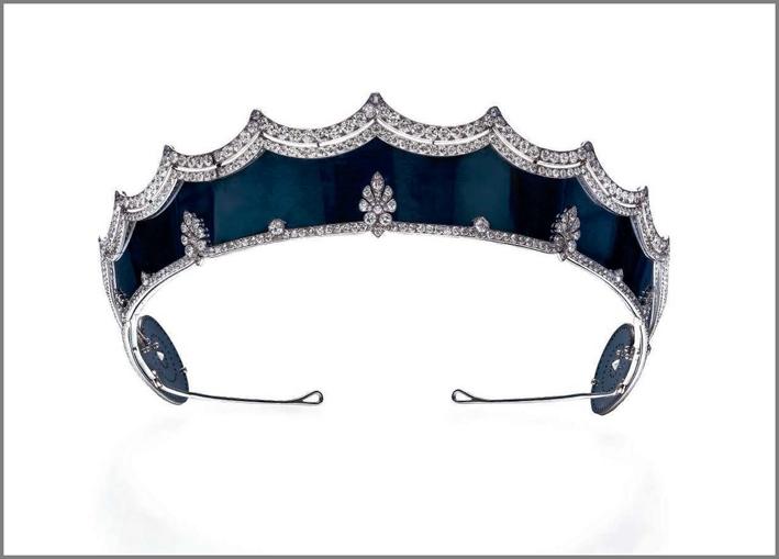 Tiara in acciaio e diamanti firmata da Cartier, e datata 1912-1915