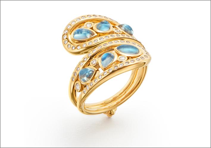 Collezione SIlk Road, anello Mummy Arabesque, in oro, con pietra luna blue