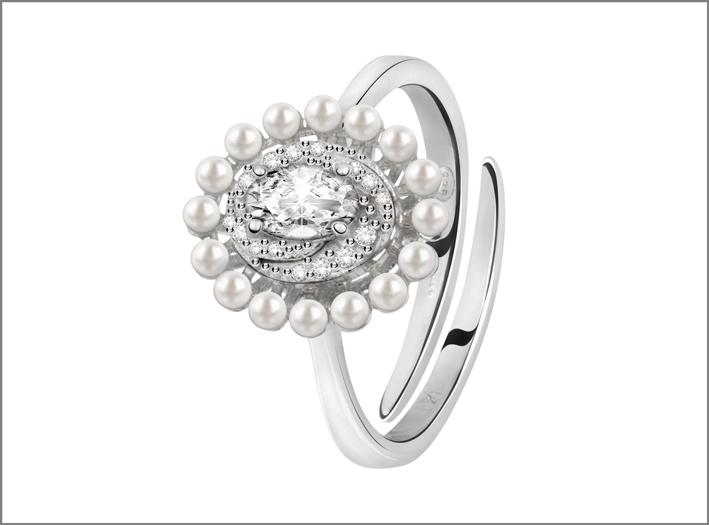 Bluespirit, anello della collezione Versailles