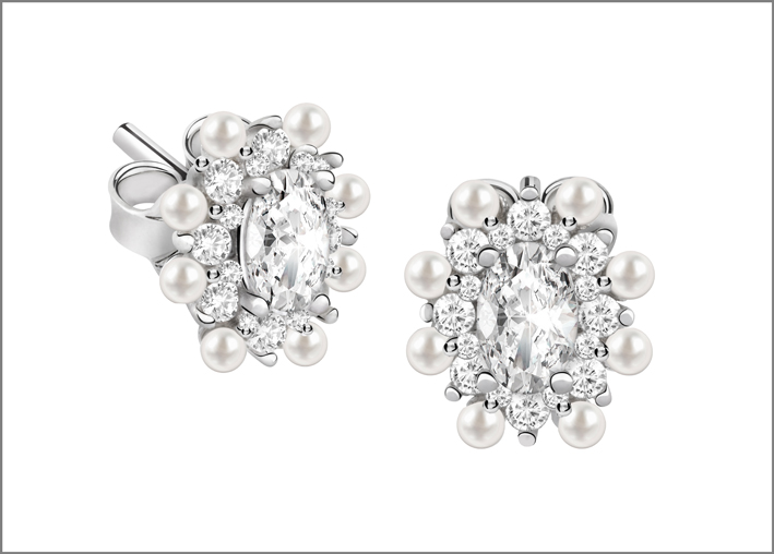 Orecchini in argento, perline e cubic zirconia