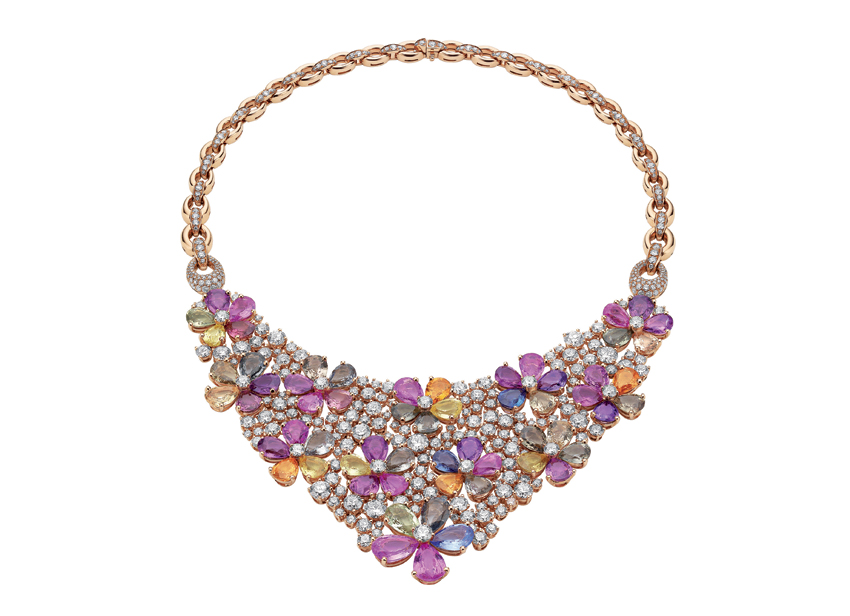 Bulgari, collana Flora,  High Jewellery 2013.  Oro rosa, 60 zaffiri fancy color, diamanti tondi taglio brillante, pavé di diamanti