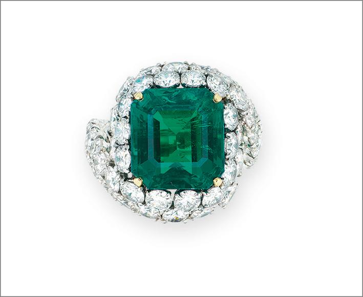 Anello di Cartier con diamanti e smeraldo di 14 carati