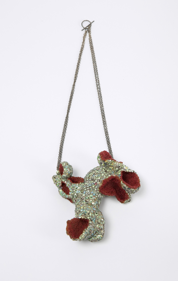 Carina Shoshtary, necklace Graffiti, glass, silver, oyster shells