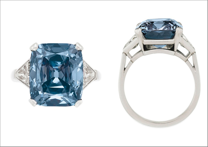 Fancy Vivid Blue Diamond Ring di 8,08 carati da Bulgari (stima 13-18 milioni di dollari)