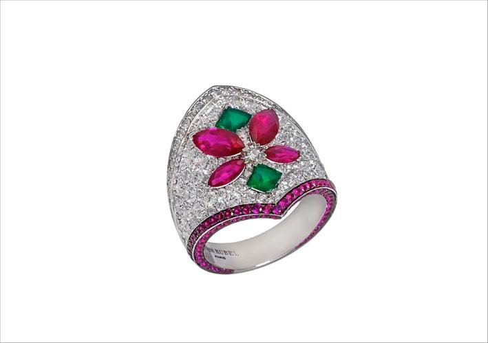 Mistinguet Ring con diamanti, smeraldi e rubini
