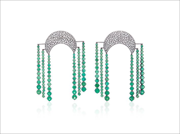 Orecchini chandelier Cosmic Dynasty in oro 18 carati, tsavoriti