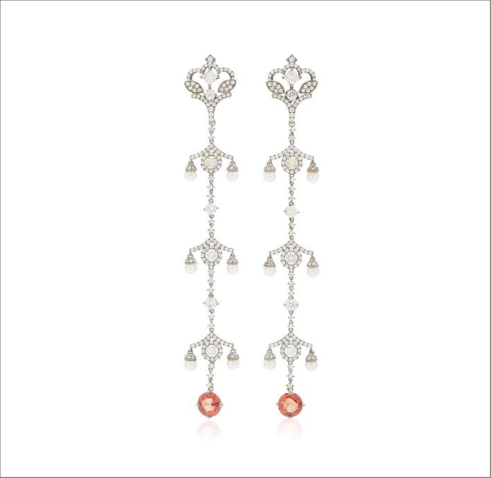 Orecchini in oro bianco 18 carati, zaffiri padparadscha, perle, diamanti