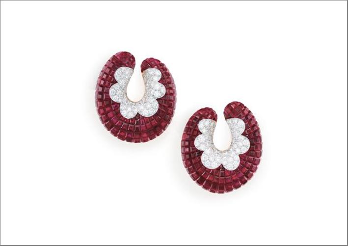Orecchini di Van Cleef & Arpels con rubini in  mystery set