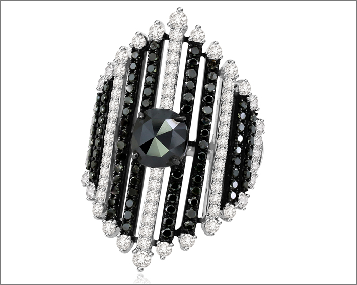 Anello della Black & Withe collection con diamanti bianchi e neri