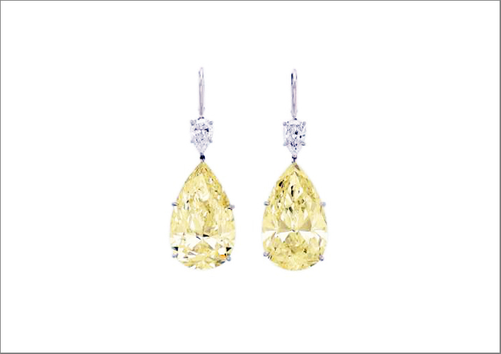 Orecchini con diamanti fancy yellow di 37,87 e 36,80 carati