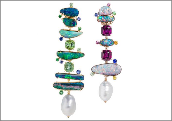 Orecchini della colelzione Totem, con opale australiano e perle