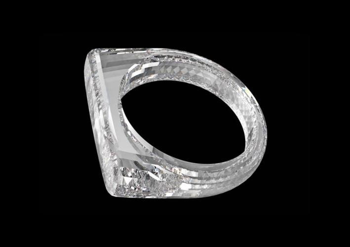 Anello intagliato in un unico diamante
