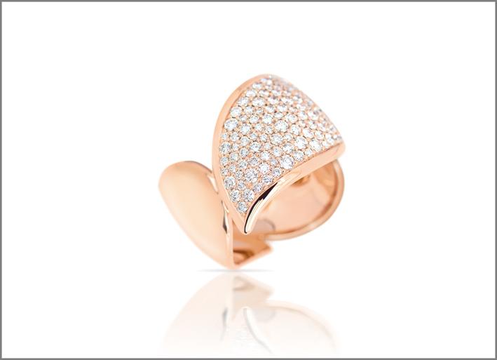 Anello in oro rosa e diamanti della collezione Signature