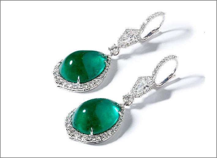 Orecchini con smeraldi cabochon