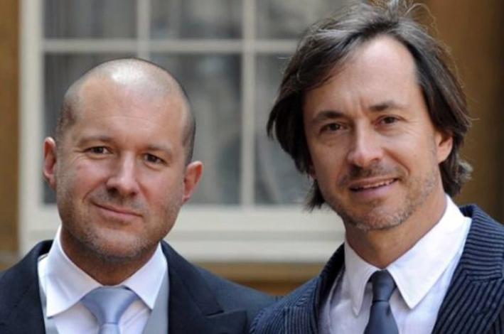 John Ive (a sinistra) con Marc Newsom