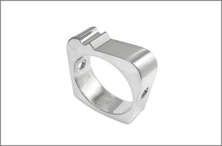 Monolite, anello