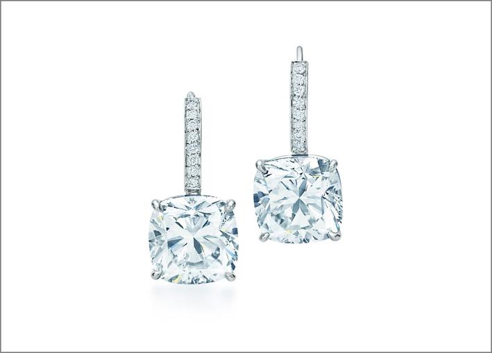 Orecchini Tiffany Novo, con diamanti di oltre 5 carati l'uno