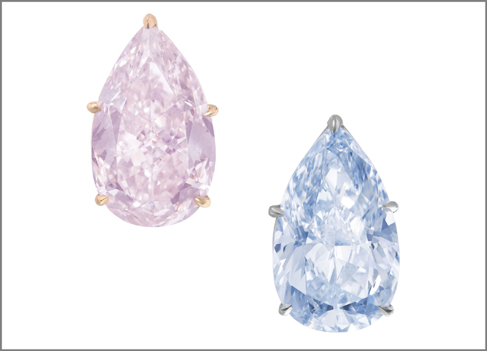 coppia di diamanti a taglio brillante modificati a goccia blu brillante (8,85 carati) e rosa orangy da 8,79 carati, su platino e oro.