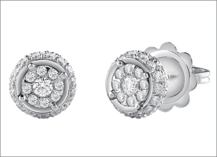 Orecchini della collezione Daphne in oro bianco e diamanti