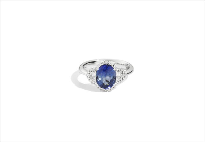 Zaffiro con corona di diamanti