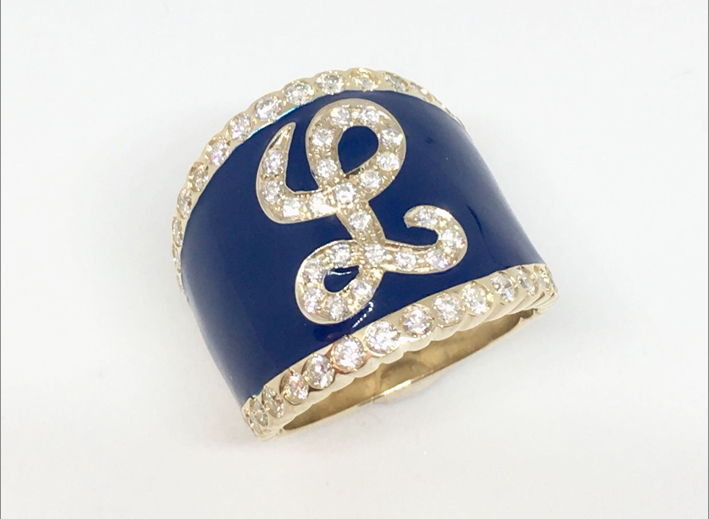 Anello in oro, diamanti, smalto blu