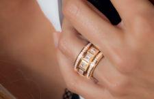 Tamara Comolli, anello della collezione Curriculum Vitae, oro rosa 18 carati, 12 diamanti bianchi