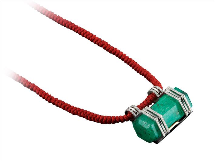 Alexandra Mor, collana con smeraldo colombiano esagonale