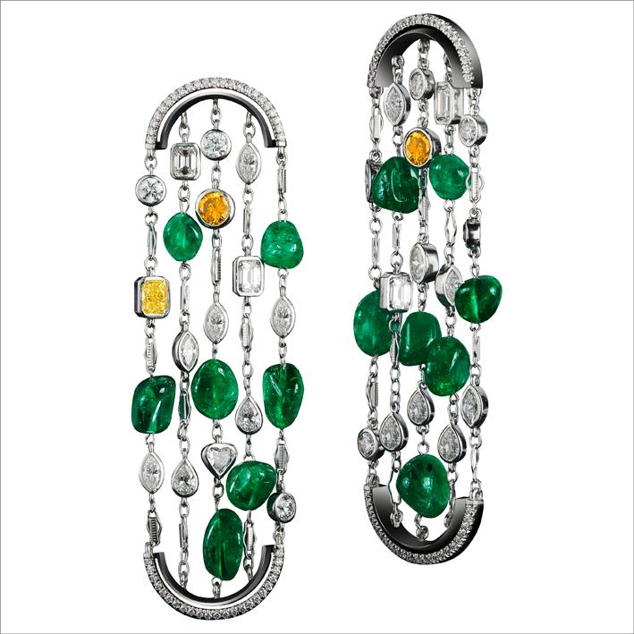 Orecchini con smeraldi e semi di tagua