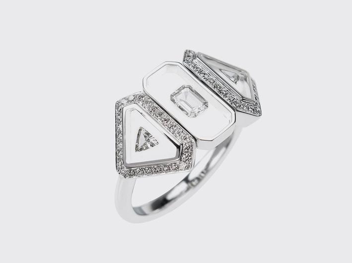 Anello in oro bianco con diamanti bianchi, smalto traslucido