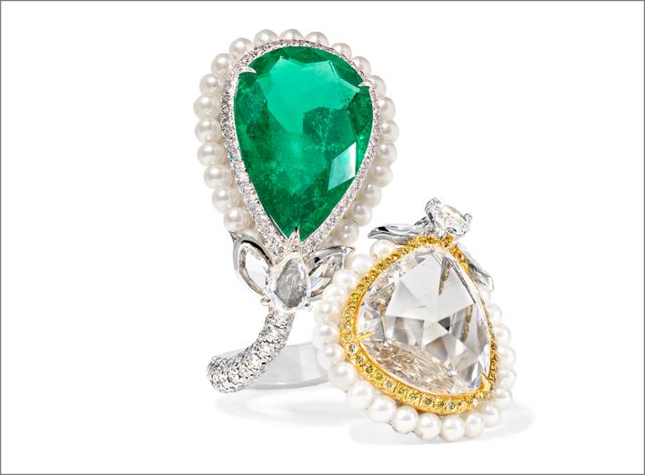 Anello con smeraldo, diamante, oro, platino. Costa circa 84.000 euro